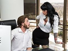 Jessie Lee Gets Fucked In Her Office By The It Boy
