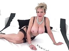 Brit Stunner Lady Sonia Playing With Her Fat Tits