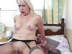 Sexy Gilf Entice Youthfull Lucky Mummy Plower