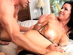 Hot Black-haired Cougar Veronica Avluv With Massive Knockers Gets Her