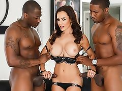 Interracial Double Penetration: Cougar Lisa Ann + Two Bbcs