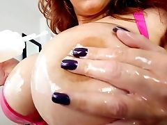 Hot Cougar Alyssa Lynn In Pink Hooter-sling Gets Raw And