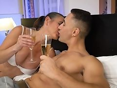 Matures Whore Mariana Drops A Visit To Her Regular Customer To Give Him Bj