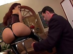 Mistress Tiffany Mynx Shows Off Her Big Bubble Booty And