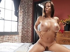 Stunning Cougar Alexis Fawx Gets Her Cunt Frigged And Fucked